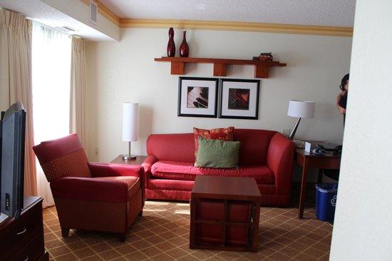 Residence Inn Kansas City Overland Park: King Suite Living Area