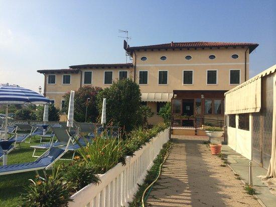 Villa Sara: Hotel