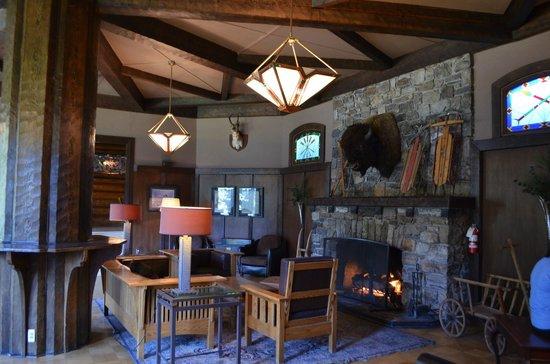 Deer Lodge: The family room!