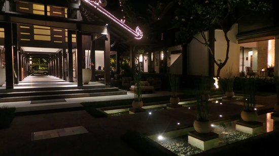 Amari Koh Samui: Gardens at night