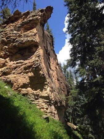 Piedra River Trail: Cliff overhangs