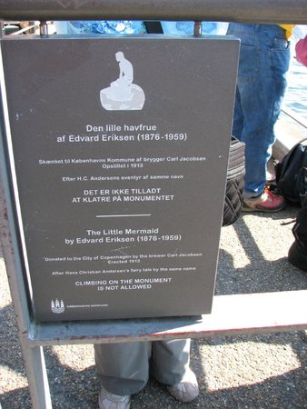 The Little Mermaid (Den Lille Havfrue): Sign describing Little Mermaid