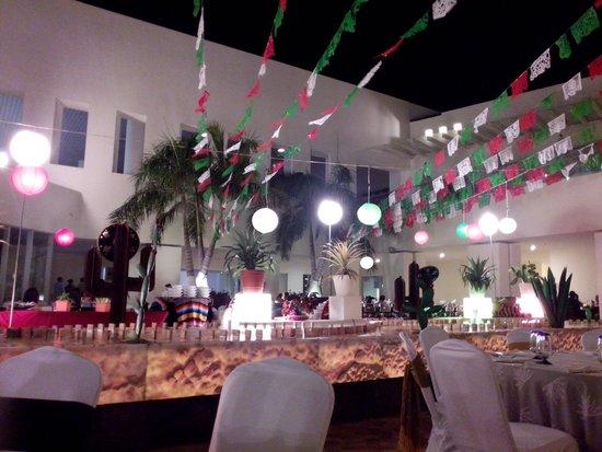 Secrets Huatulco Resort & Spa: nOche mexicana
