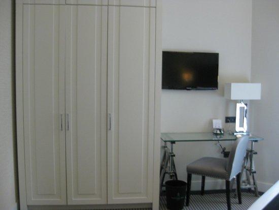 Hotel Notting Hill: closet