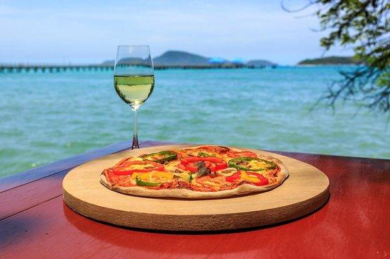 Nikitas Beach Restaurant : pizza on Nikitas beach Rawai