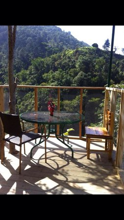 Mount Edge Guest House: An area to enjoy morning tea, coffee, or just relax.