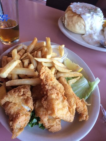Avila Beach, Kalifornien: Fish and chips are wonderful!!