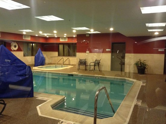 Holiday Inn Express Hotel & Suites Chicago-Deerfield/Lincolnshire : pool, looking from gym