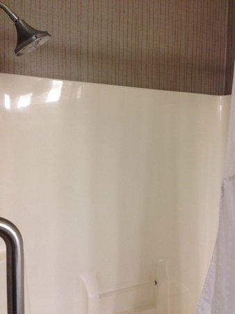 Holiday Inn Express Hotel & Suites Chicago-Deerfield/Lincolnshire : bathroom