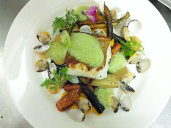 L'autruche: Dos de cabillaud , écume de petit pois et carottes couleurs à la badianne