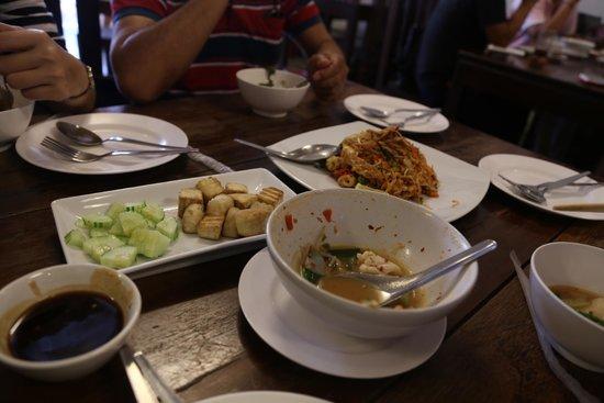 Kopitiam by Wilai: Food