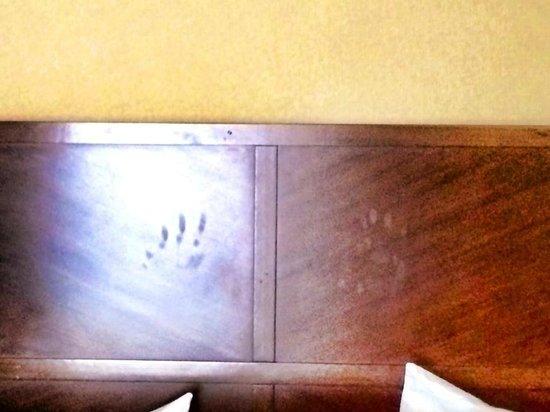 Hampton Inn & Suites - Merced : Hand prints on headboard...