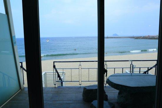 White House Beach Resort: sea view