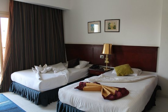 Golden 5 Topaz Suites Hotel : спальня в номере