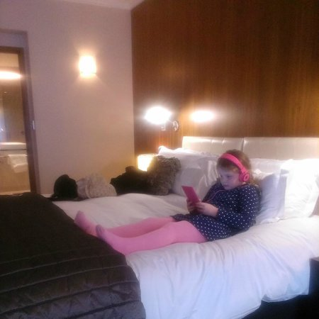 Sofitel Queenstown Hotel & Spa: Huge king size bed
