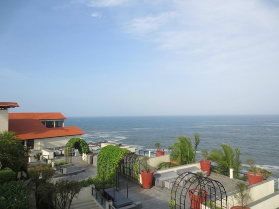 The Leela Kovalam Beach: Ocean surrounding the resort