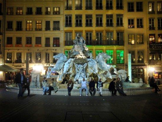 Place des Terreaux: Fontaine