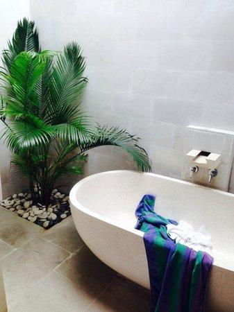 Jas Boutique Villas: master bath