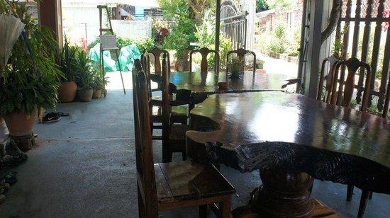 Vilayvang Guest House: entrée de la guest house