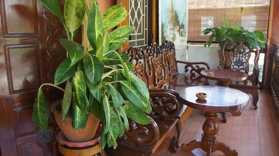 Vilayvang Guest House: la terrasse à l'étage
