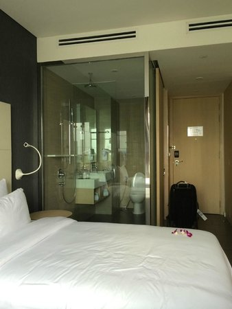 Liberty Central Saigon Riverside Hotel: The Room. Bit cramped but functional.