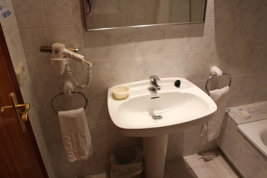 GHT Hotel Neptuno : Ванная комната номера 305