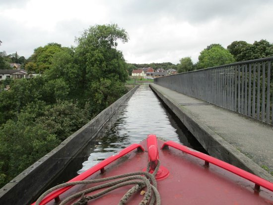 Pontcysyllte Aqueduct: Crossing the aqueduct by canal boat