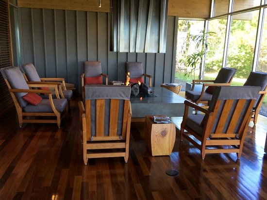 Salishan Spa and Golf Resort: Fireplace in the Spa
