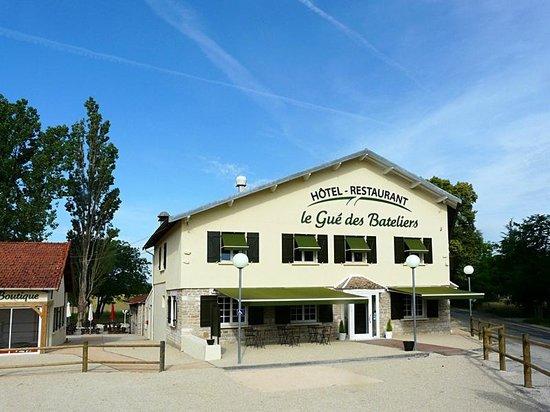 """Fontaines, Frankrike: L'hotel restaurant """"le gué des bateliers"""""""