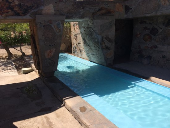 Taliesin West: air circulation pool in the centre of the compound