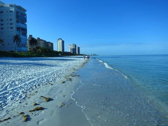 Vanderbilt Beach Resort: beach