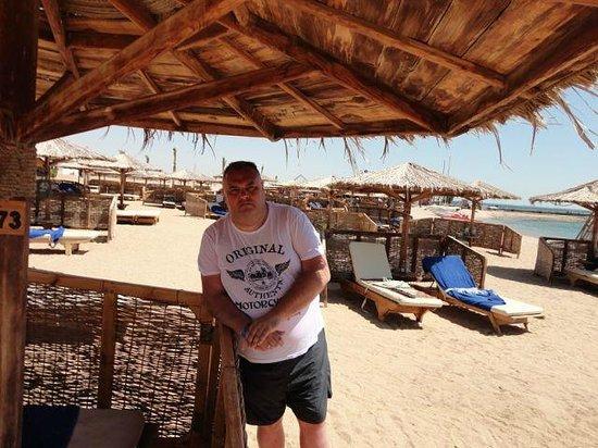 Mercure Hurghada Hotel: Пляж при отеле.(в трёх минутах ходьбы от номера)