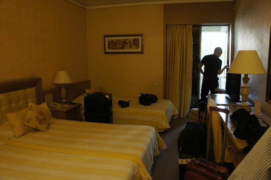 Divani Palace Acropolis: triple room . 3rd bed was not a sofabed or roll-in.Means alot.