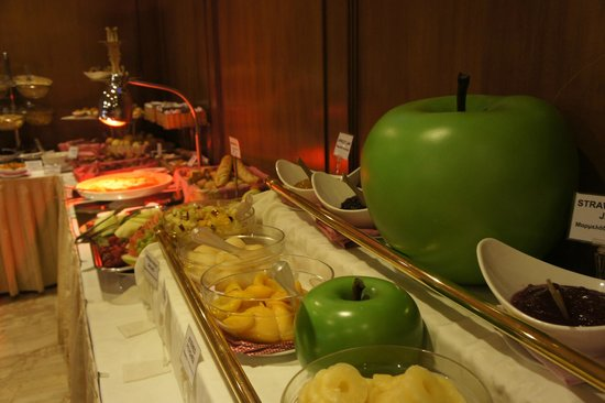 Divani Palace Acropolis: lovely buffet breakfast spread.
