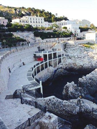 In primo piano il Bagno Caicco ed il Grand Hotel Mediterraneo.