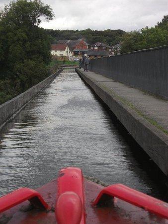 Pontcysyllte Aqueduct: Crossing by canal boat