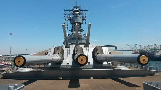 The 16 inch rifles  - Picture of Battleship USS Iowa BB-61, Los