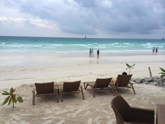 Boracay Beach Club : The beach front of arial cafe which is also part of BBC .  Arial cafe is across the small road