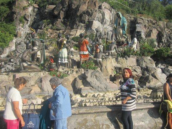 Basilica Lady of Guadalupe and Teotihuacan: Recorrido por la veneración de los indios a la virgen de Guadalupe.