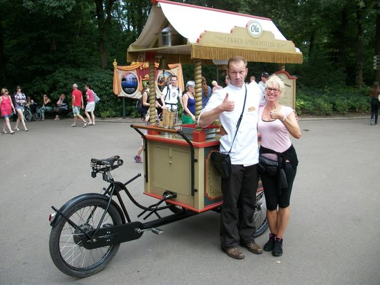 Efteling: Lucious and Milky 'fresh' scooped Italian Ice-Cream.* Old Fashion Style.