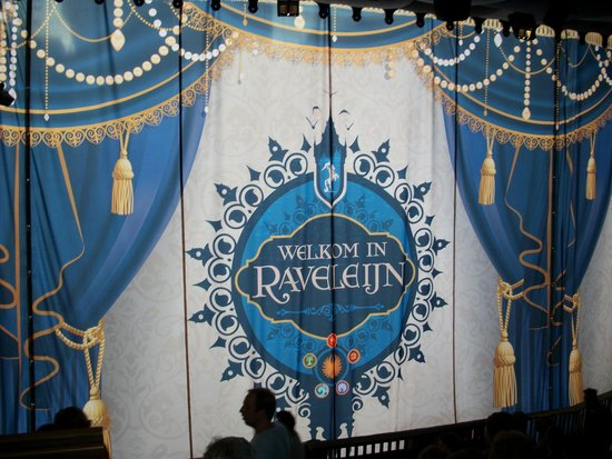 "Efteling: Curtains up, before the ""Ravelijn"" - horsemen, Fire and Water show starts..."