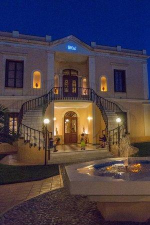 Halepa Hotel : hotel at night