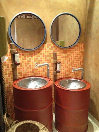 Hotel Village Matamba: Waschbecken auf der Toilette