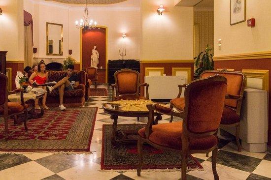 Halepa Hotel : lounge and bar