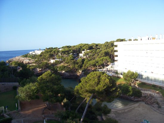 Hotel Marina Corfu: Dal nostro balcone, caletta sotto in ombra