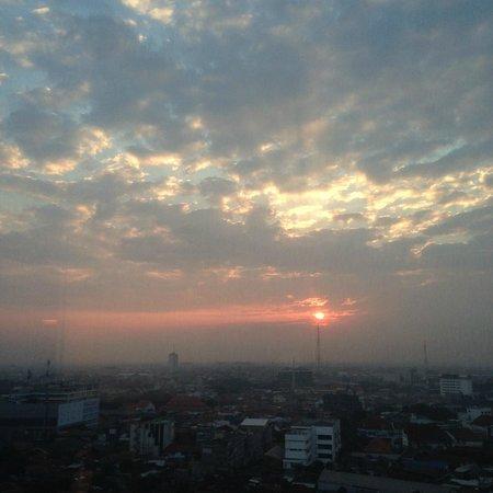 JW Marriott Hotel Surabaya: View pagi hari