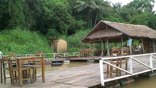 Rivertime Resort and Ecolodge: floating restaurant