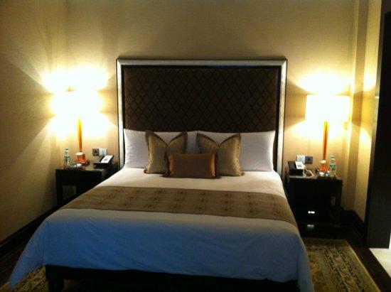 The Leela Palace Chennai: Bed