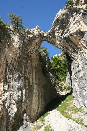 La Ruta del Cares: Rock arch