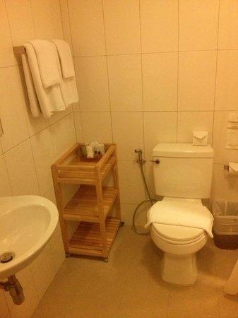 Lemontea Hotel: Clean bathroom